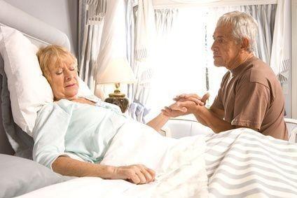nemocná žena, muž na návštěvě