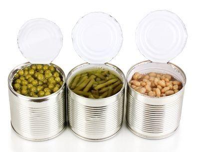 plechovky jídlo fazole