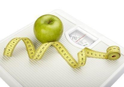 Váha s metrem a jablkem