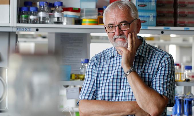 přední český virolog profesor Libor Grubhoffer