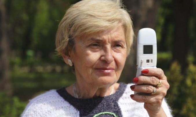 Žena s mobilem