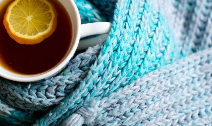 hrnek čaje v šále