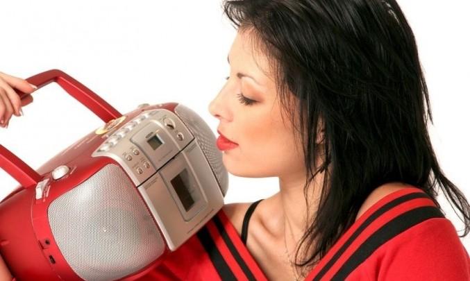 žena, červená, rádio, poslouchá, slyší, magnetofon, hudba, rozhlas