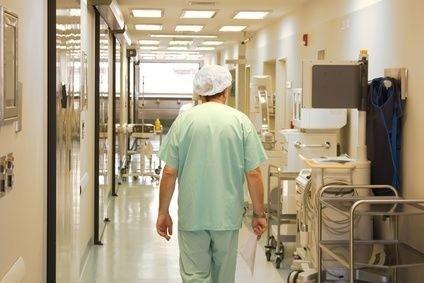 Lékař jde na operační sál