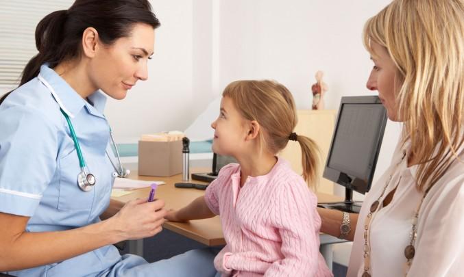 očkování holčičky