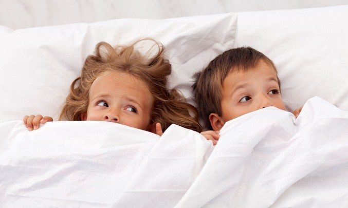 děti v posteli