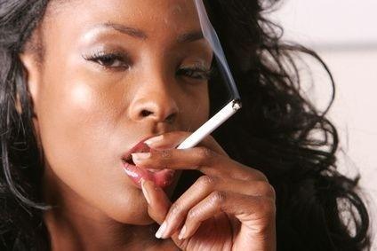 Kouřící afroameričanka