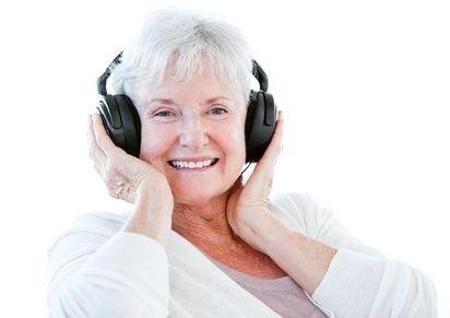seniorka,poslouchá hudbu,pozitivní myšlení