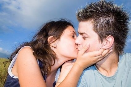 Polibek,muž,žena,intimní,sex,láska