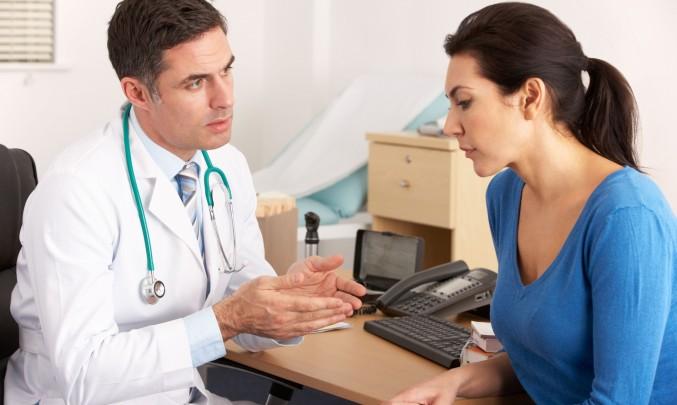 lékař s pacientkou