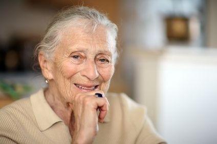 Seniorka v křesle