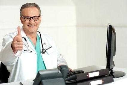 doktor s palcem nahoru