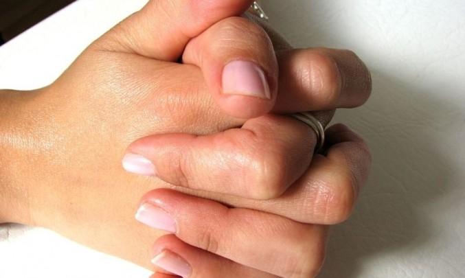 ruce, nehty, paže, dotyk