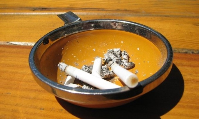 cigarety, kouření, drogy