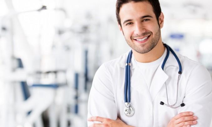 mladý krásný sympatický usměvavý doktor akorát tak na ženění :)