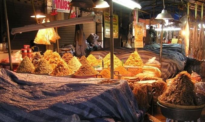 trh, koření, ořechy, noc