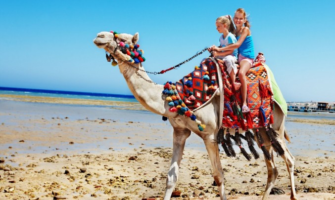 jízdana velbloudu po poušti