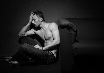 deprimovaný muž kuřák