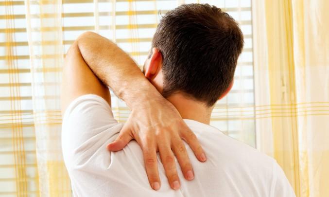muž s bolavými zády