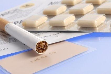 nikotinové žvýkačky a cigareta