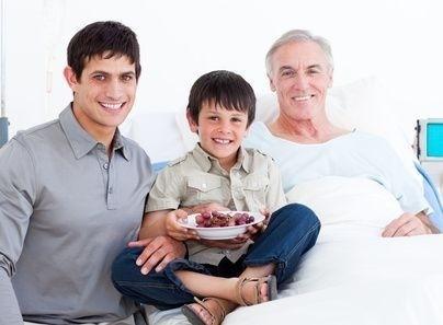 nemocný muž s rodinou
