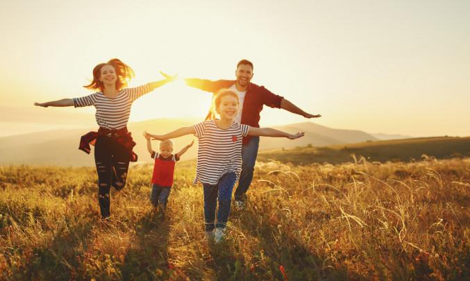 rodina_energie_pohoda_zapad_slunce_spokojenost