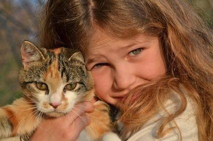 Dítě s kočkou