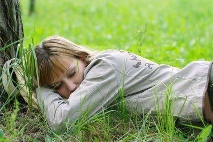 Spánek,žena,sen,dream,tráva