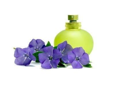 Parfém s fialkami