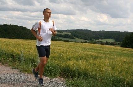 Muž, běžec, běh, louka, příroda,sport