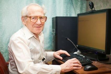 Senior s brýlemi