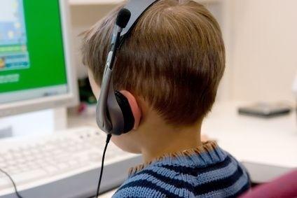 Dátě u počítače