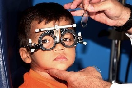 dítě u očního lékaře