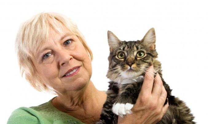 Žena,senior,důchodce,stáří,kočka- z HPV