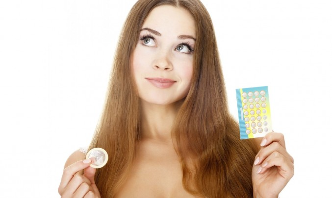 antikoncepce žena váhá
