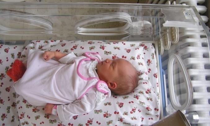 novorozenec, dítě, mimino, inkubátor,porodnice
