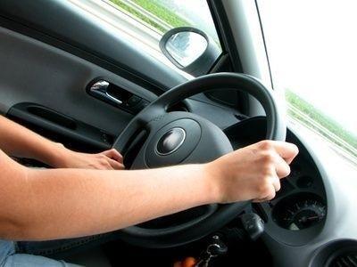 Řidič, auto, volant