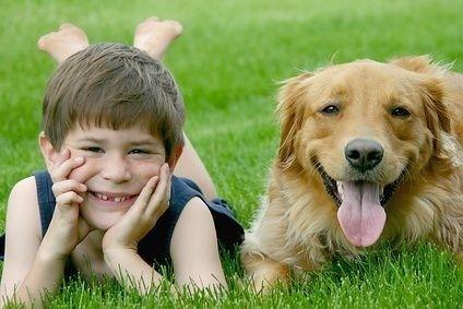 chlapec se psem
