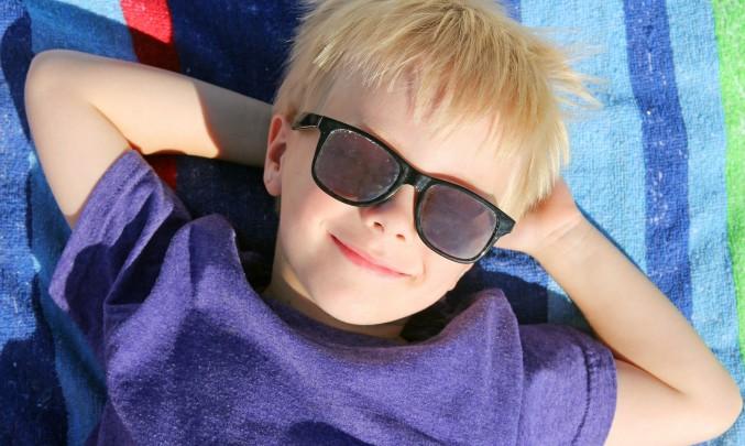 kluk se slunečními prýlemi