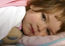 Dítě,dívka,postel,nemoc,medvídek