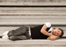 Muž,spánek,schody