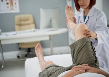 rehabilitace_doktorka_pacient