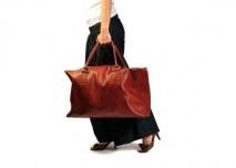 Žena s kufrem