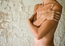 nahá žena u zdi