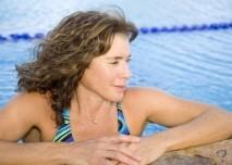 Žena v bazénu