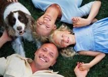 rodina v trávě