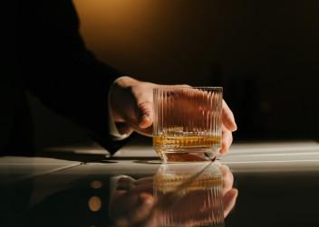 Sklenička s alkoholem