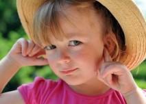 holčička uši