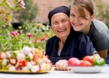 babička s vnučkou, výživa, nemoc