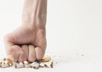 přestat_kouřit_pěst_cigareta_stop